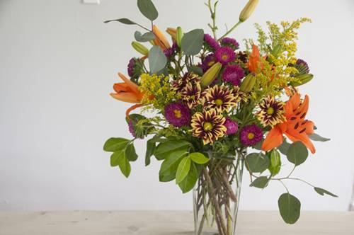 10 Stunning Floral Arrangements You Can Make At Home