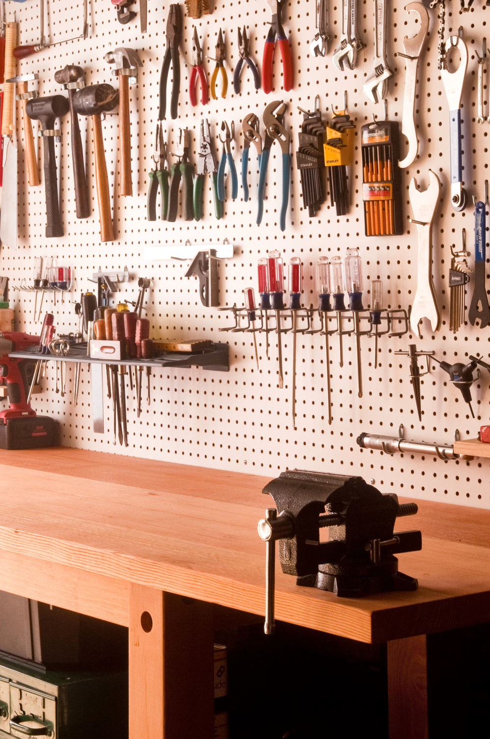 An easy to build workbench for your garage