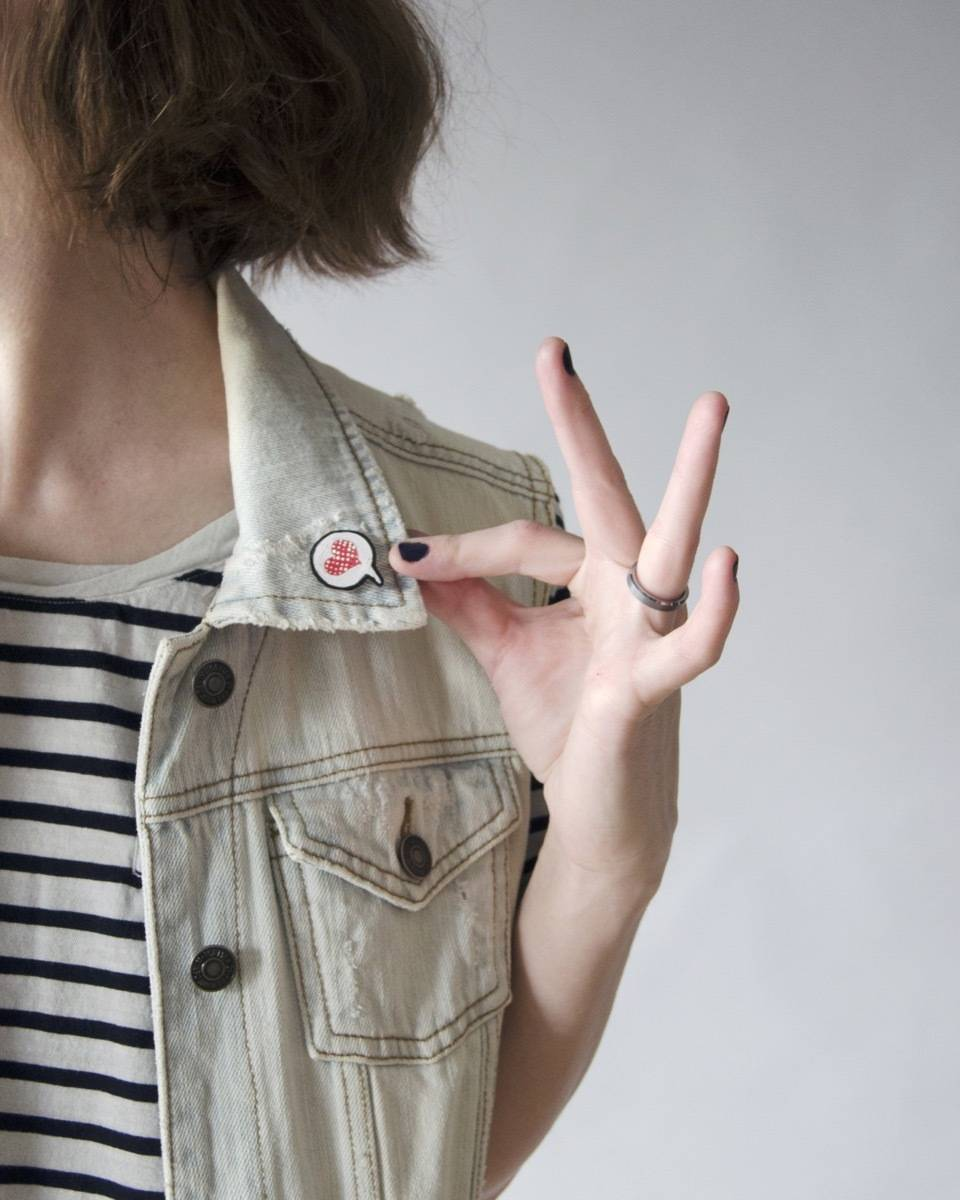 Hello, love! Learn how to make your own faux enamel pins.