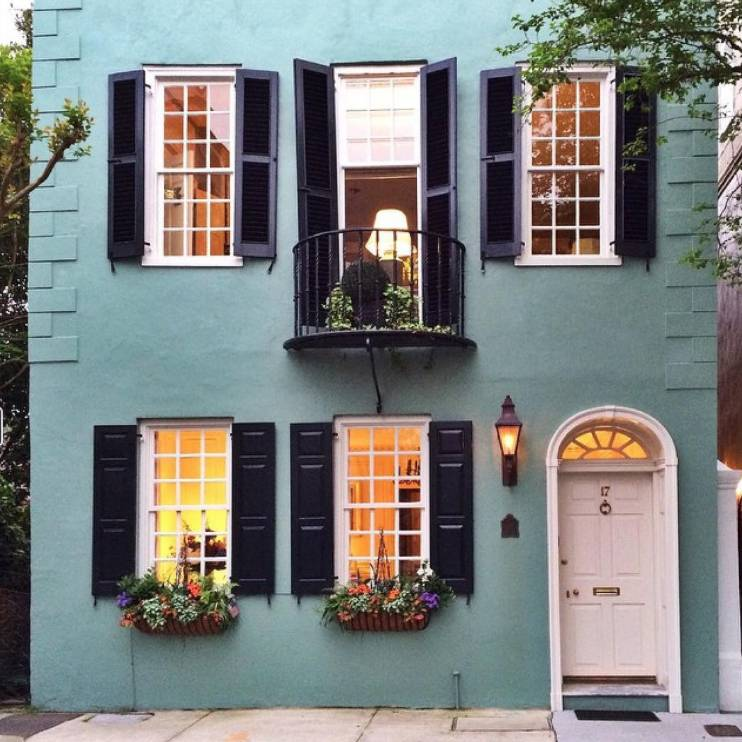 Follow These Home Exterior Insta Accounts | No. 5: The Front Door Project