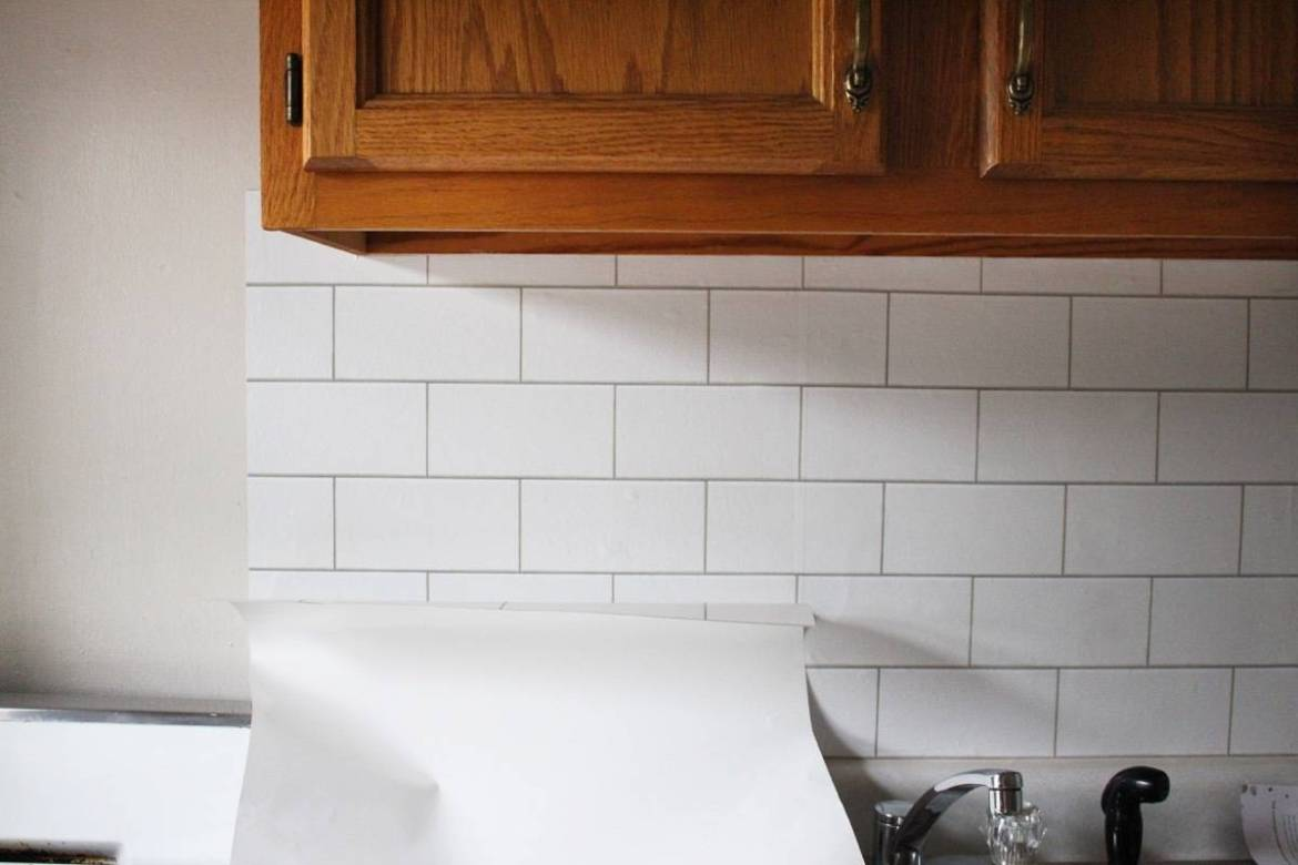 How to use removable wallpaper to create a fake backsplash: Perfect for apartment-dwellers!