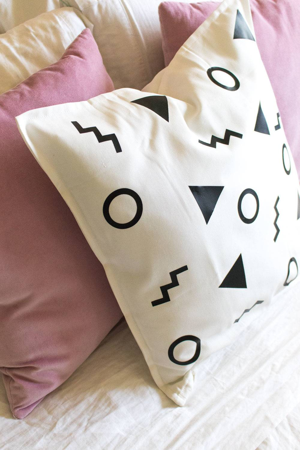 Abstract pillow project by Holly Wade, via Curbly