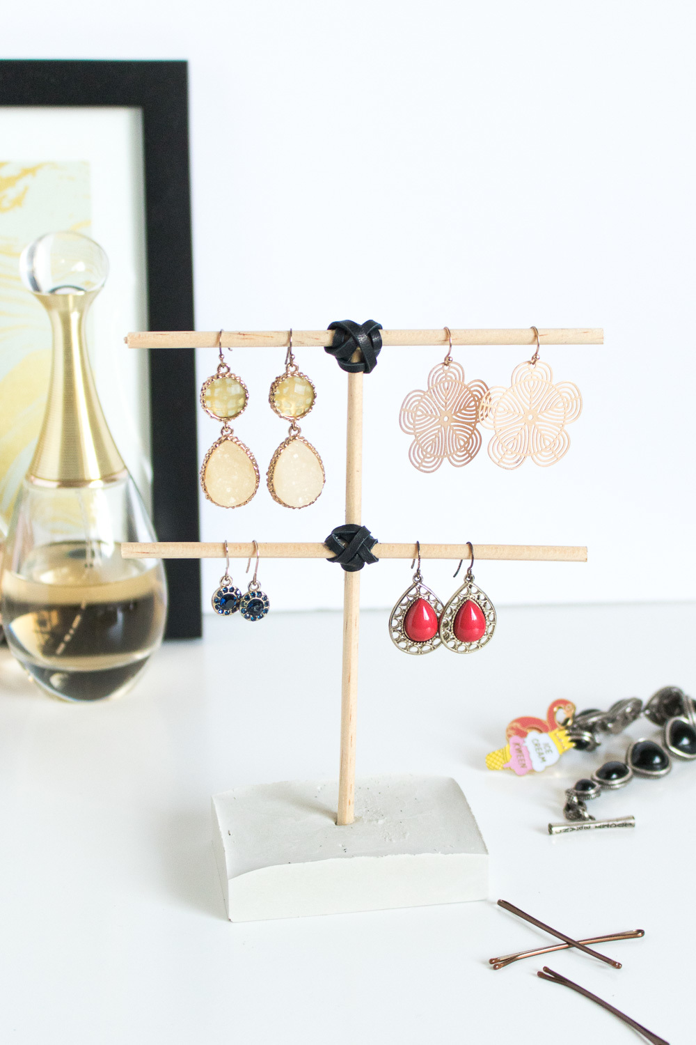 Organize Dangling Earrings with this DIY Concrete Earring Tree