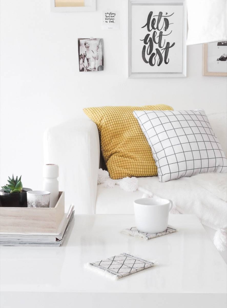 99 ways to use fabric to decorate your home   DIY coasters