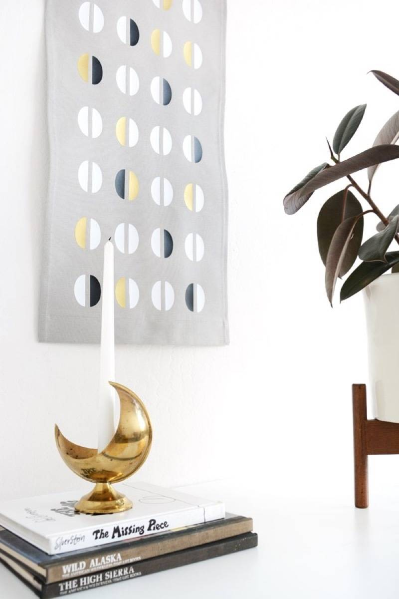 99 ways to use fabric to decorate your home   DIY wall tapestry