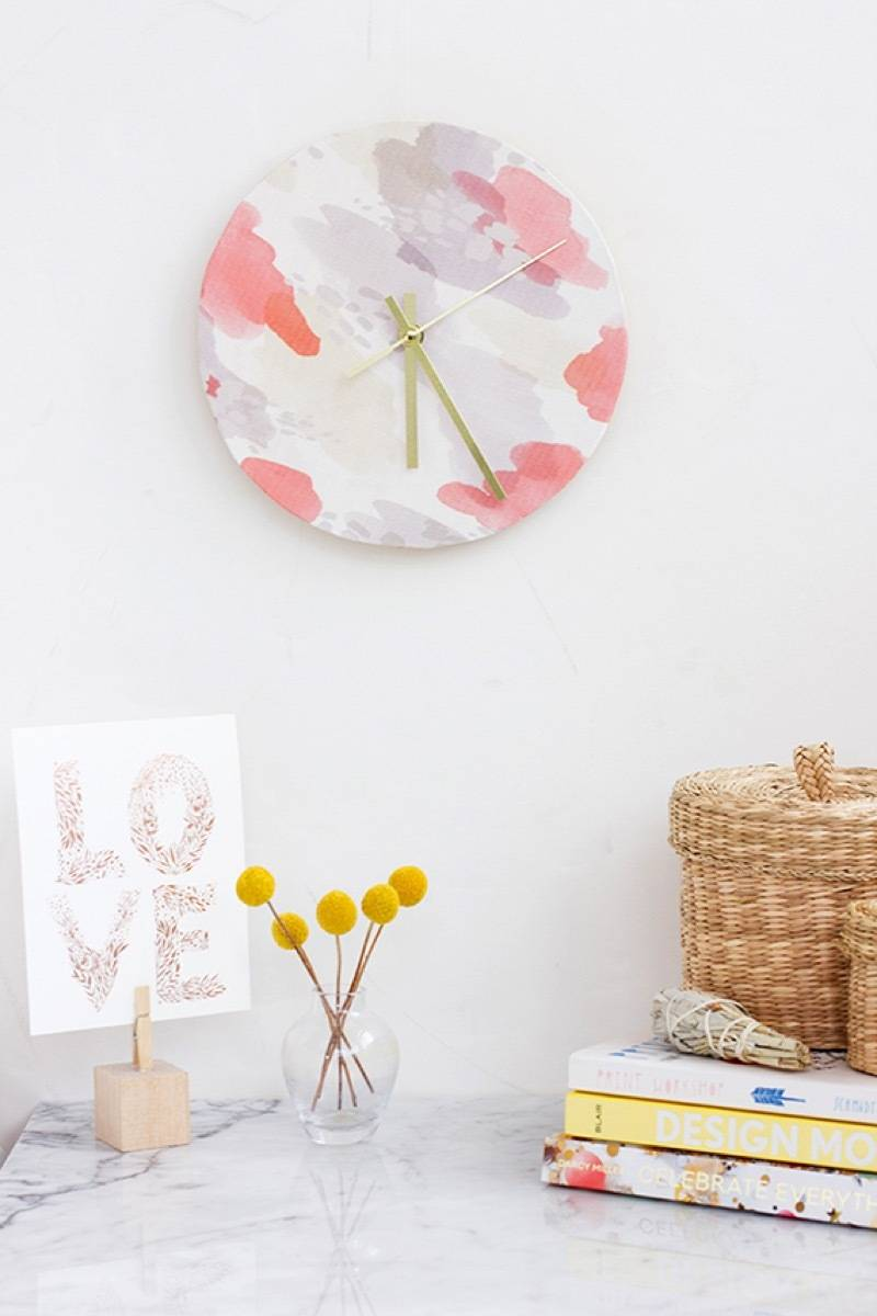 99 ways to use fabric to decorate your home   Fabric-covered clock