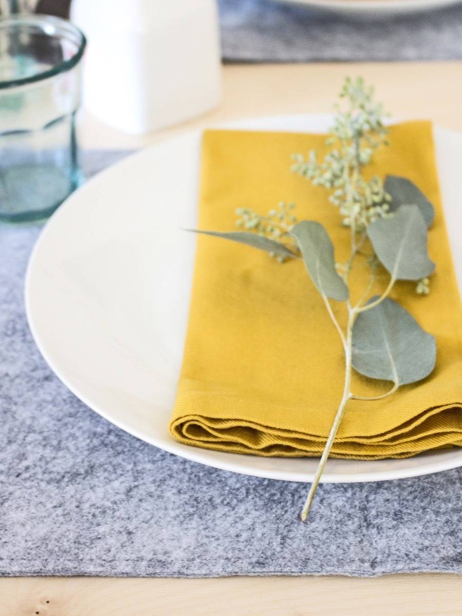 How to create minimal placemats from felt