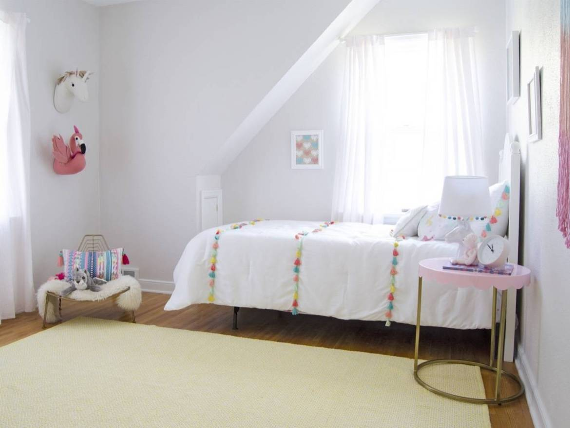 Girl's room, yellow rug, pink and white accents