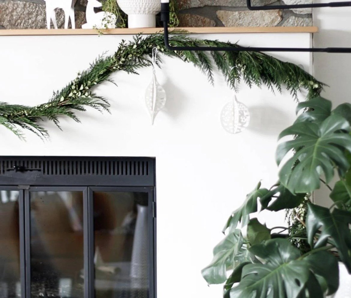 81 Stylish Christmas Decor Ideas You Can DIY | Classic evergreens