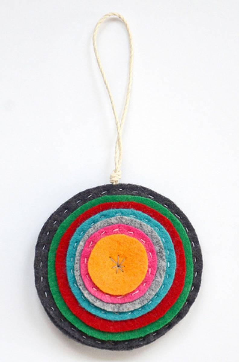 Do it yourself Ornaments | Sewn felt rounds