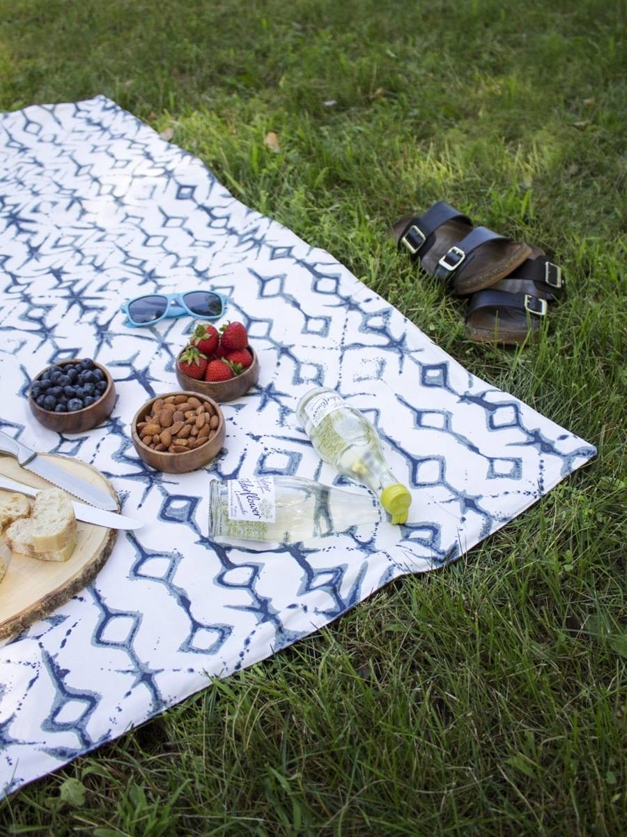 Curbly's Best DIY Projects of 2017: Waterproof Picnic Blanket
