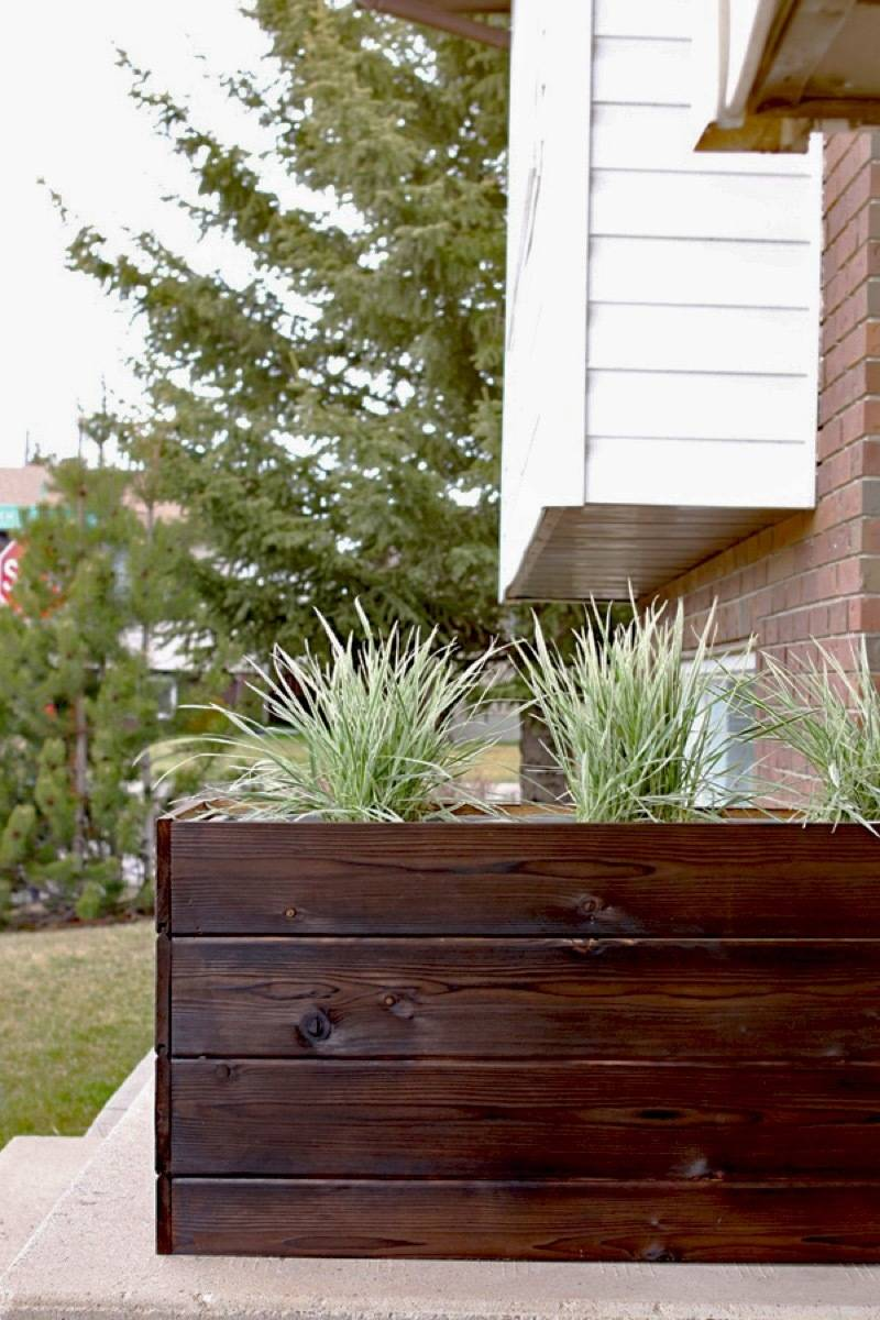 Curbly's Best DIY Projects of 2017: Modern Planter Box