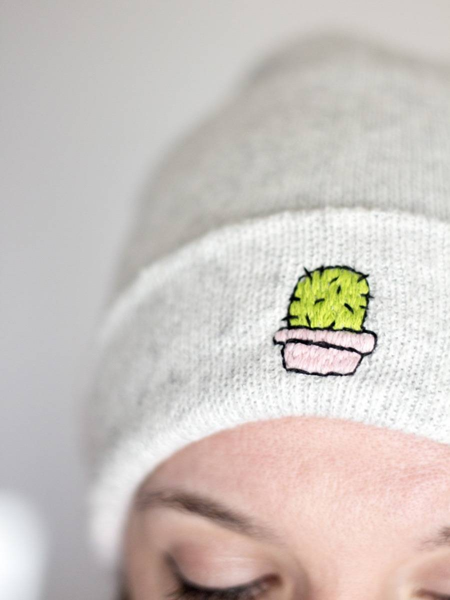 How to add a cute cactus to your beanie hat