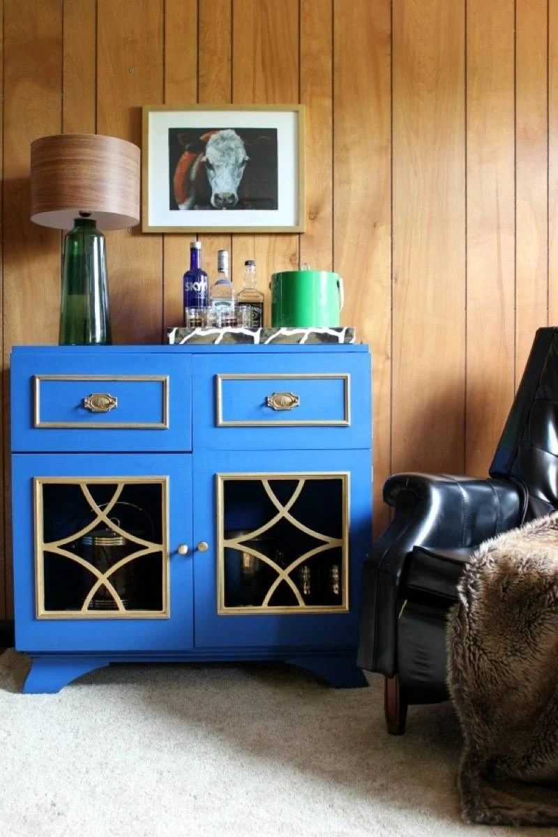 Apartment decorating tips: Don't fight the color scheme