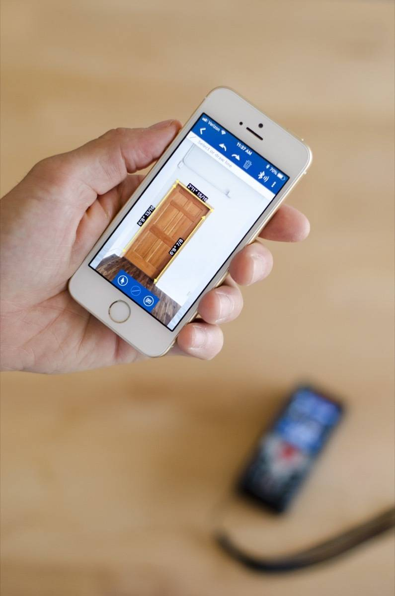 Bosch Laser Measure paired with iPhone