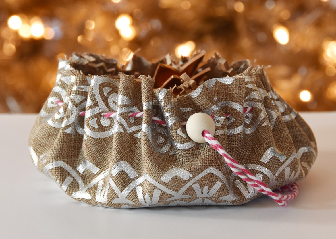 Easy DIY Cinch Pouch Gift Bag | Curbly #reusable #diy #holiday