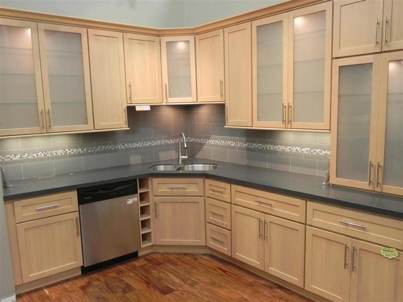 Countertop / design bookmark #18147 on Natural Maple Cabinets  id=82150
