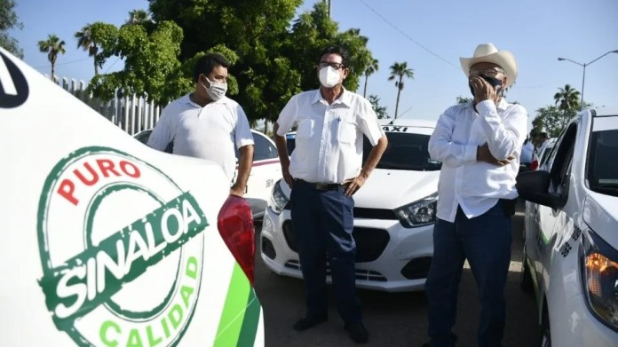 Taxi drivers protest against Uber in the Congress of Sinaloa 2 (Photo: El Debate / José Betanzos)