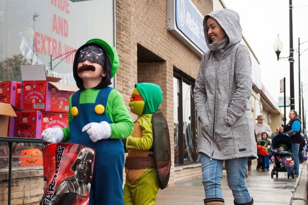 The Mount Greenwood Chamber of Commerce will host a Trick-or-Treat Walk from 2-5 p.m. today. Businesses within the 111th Street shopping district will distribute candy and treats.