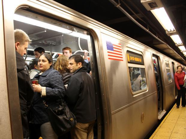 Man Knifed Inside Lexington Ave 59th Street Subway Station Midtown East New York