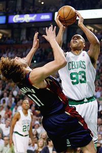 pj brown and aderson varejao