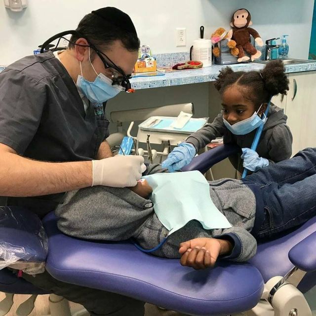 Super Cute Video Of Dentist Entertaining Toddler Goes Viral