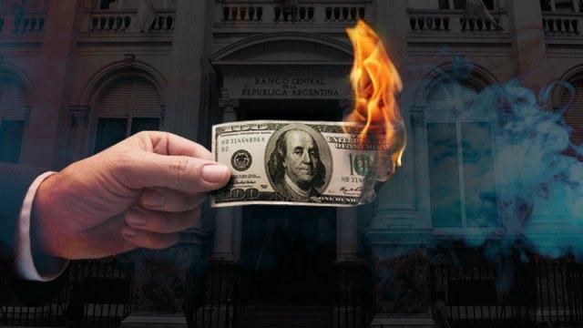El ritmo de crecimiento del dólar ahorro llevó al Gobierno a endurecer el cepo cambiario.
