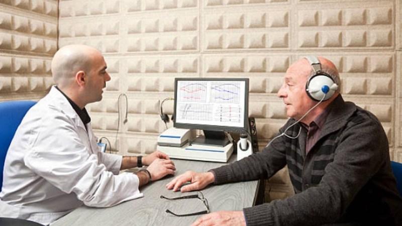 ¿Qué hace y cuánto gana un audiólogo?