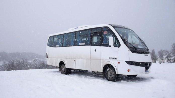 Un bus 4x4 para recorrer la cordillera de los Andes.