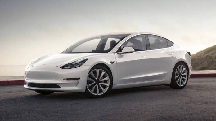 Ahora se puede comprar un Tesla Model 3 por casi medio bitcoin