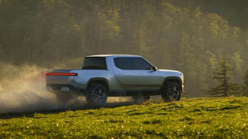 Rivian R1T, another challenge with the support of Ford and Amazon.