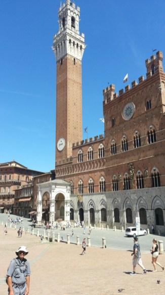 Torre-del-Mangia-and-Palazzo-Pubblico-Siena