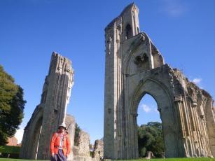 wpid-Glastonbury-day-2-Abbey.jpg
