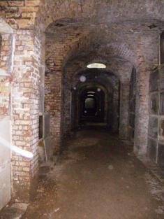 wpid-Highgate-cemetry-catacomb-1.jpg