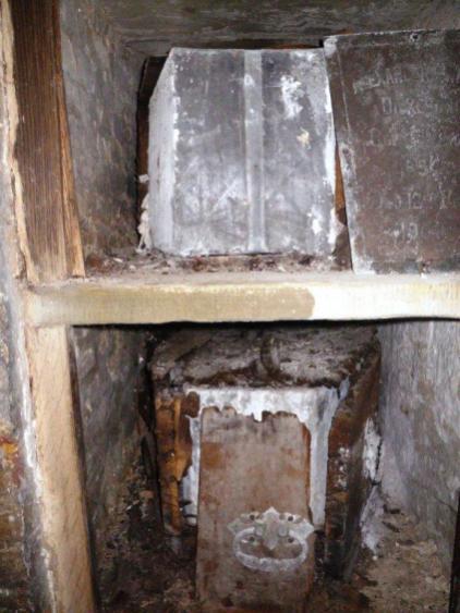 wpid-Highgate-cemetry-coffin-3.jpg