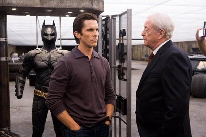 蝙蝠俠「阿福」要拍獨立角色美劇 講述英國特工如何變成「DC 最強管家」! - JUKSY 街星