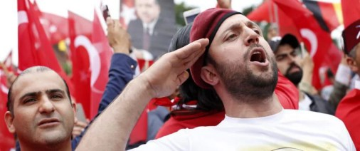 Erdogan-Fans: Was hält euch in Deutschland? Foto:     picture alliance/Geisler-Fotopress