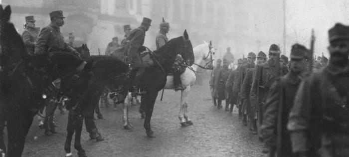 Feldmarschall August von Mackensen nimmt die Siegesparade in Bukarest ab Foto: Wikimedia / Bundesarchiv mit CC-Lizenz http://tinyurl.com/j73l388