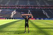 Bentangkan Syal, Smeltz Representasikan Borneo FC di Piala Konfederasi