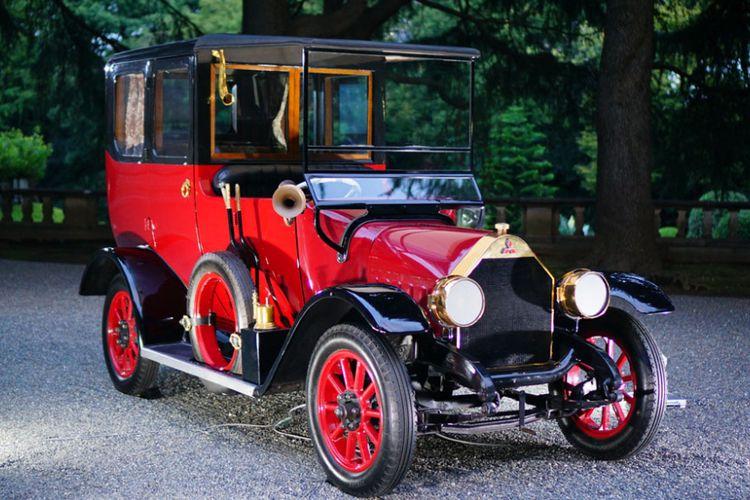Empat model mobil buatan Mitsubishi yang memegang sejarah penting pada 100 tahun kehadiran perusahaan tersebut di industri otomotif. Terdapat Model A, Mitsubishi Pajero, MItsubishi Lancer Evolution VI dan Outlander PHEV