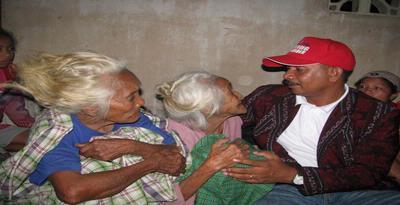 Nenek Berusia 100 Tahun Pun Tidur di Pengungsian