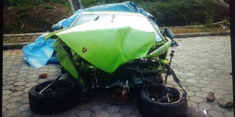 Hotman Paris Kecelakaan Lamborghini