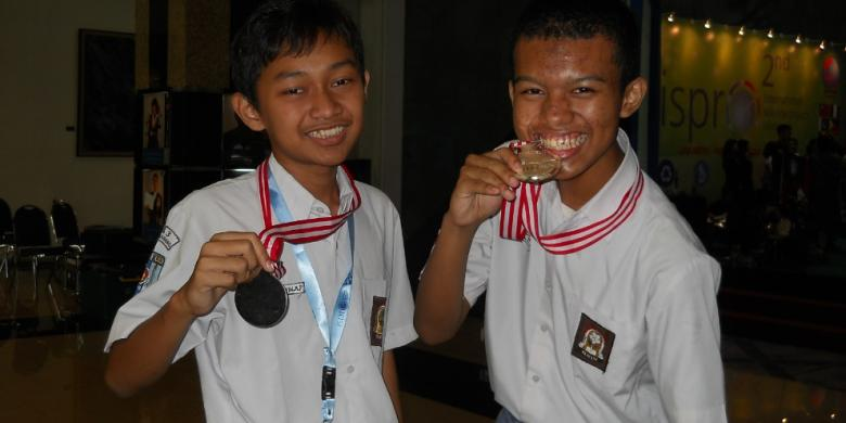 Nih... Rompi Antipeluru Bikinan Pelajar SMA 3 Semarang!