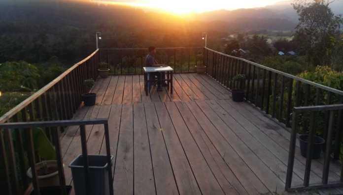 Menikmati sunset di balcony (dok: pribadi)