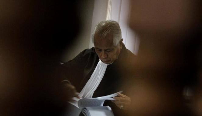 http://cdn-media.viva.id/thumbs2/2011/12/07/135087_oc-kaligis-di-sidang-lanjutan-muhammad-nazaruddin-di-tipikor_663_382.jpg
