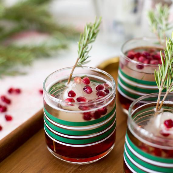cocktail_holiday_decor_1216.jpg (skyword:213240)