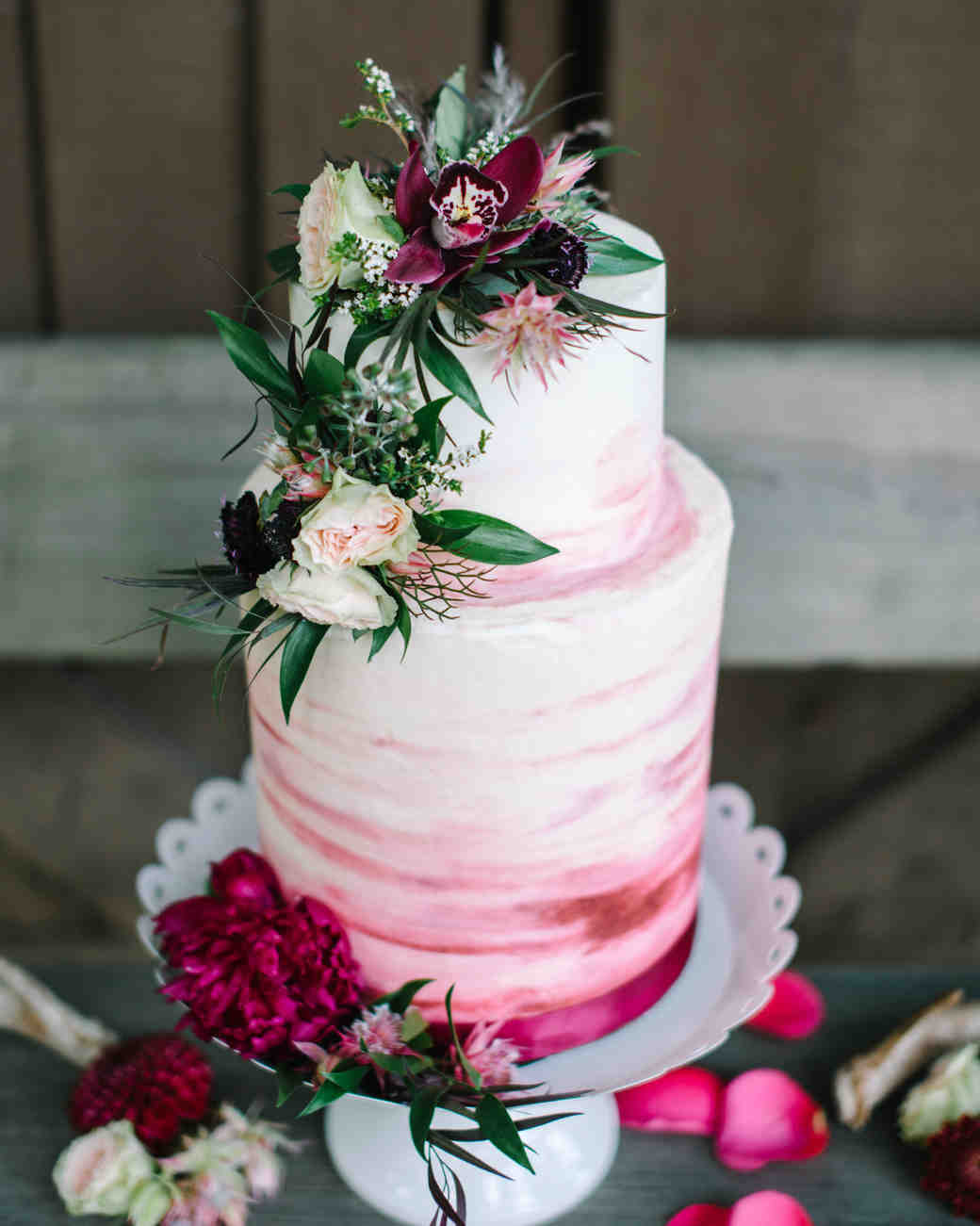 The Prettiest Ombr     Wedding Cakes for Couples Who Love Color     ombre cakes white woodland