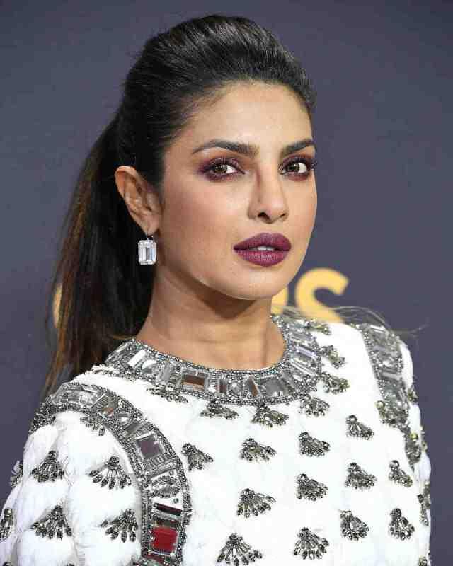 priyanka chopra beauty look 2017 emmys