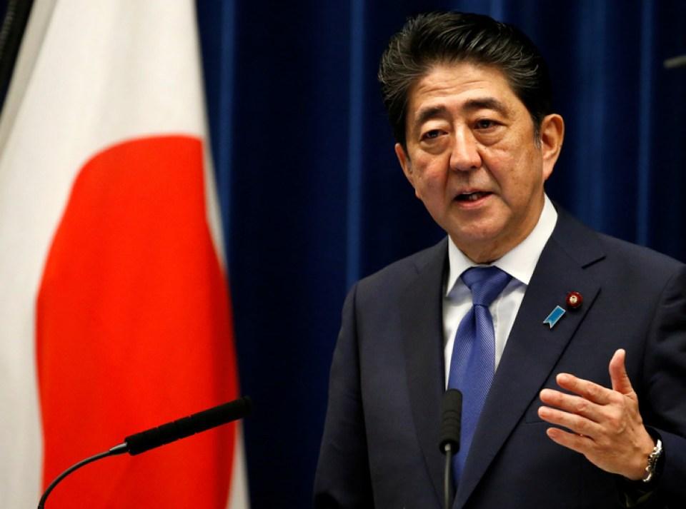 9月25日記者会見にて衆院解散を発表する安倍首相