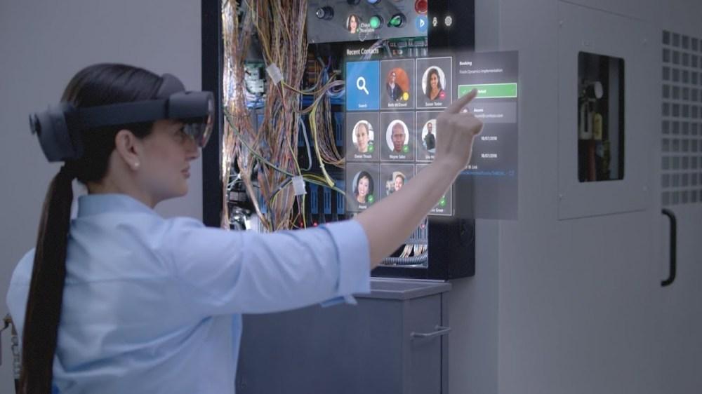 完全に『マイノリティ・リポート』の世界。「HoloLens 2」は現場でこう使う